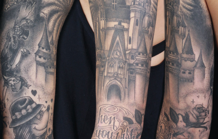 sam-yamini-dedication-tattoo-black-and-grey-disneyland-mickey-minny-sleeve-arm