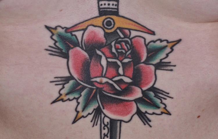 andy-canino-dedication-tattoo-traditional-dagger-rose-sternum