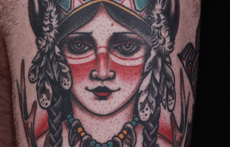 andy-canino-dedication-tattoo-traditional-indian-girl-antlers-feathers-thigh