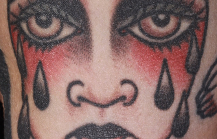 andy-canino-dedication-tattoo-traditional-girl-crying-heart-arm