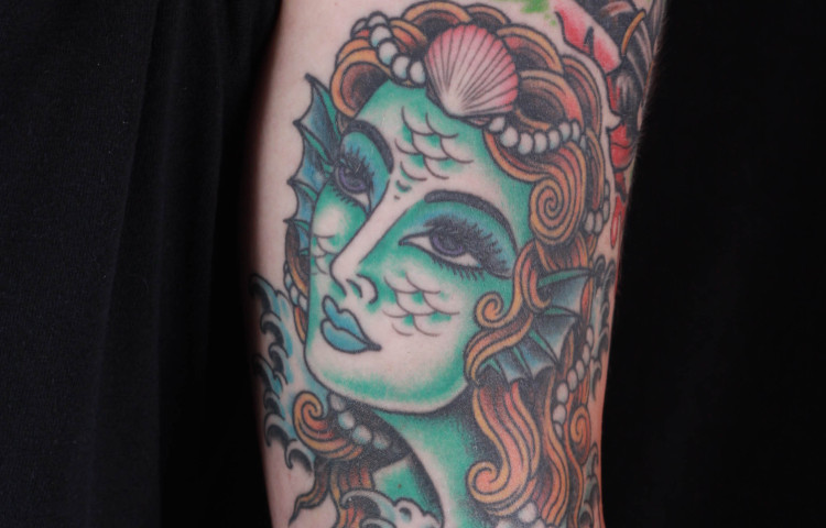 brian-thurow-dedication-tattoo-mermaid-girl-waves-forearm