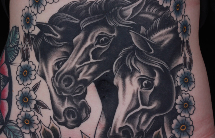 andy-canino-dedication-tattoo-traditional-pharaohs-horses-flowers-roses-stomach