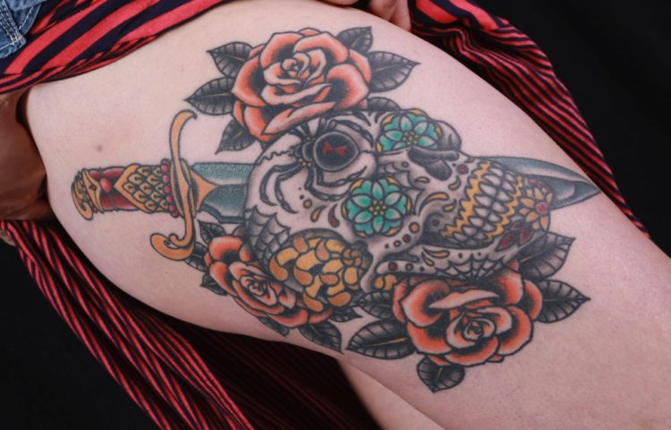sam-yamini-dedication-tattoo-traditional-thigh-day-of-the-dead-skull-dagger-roses