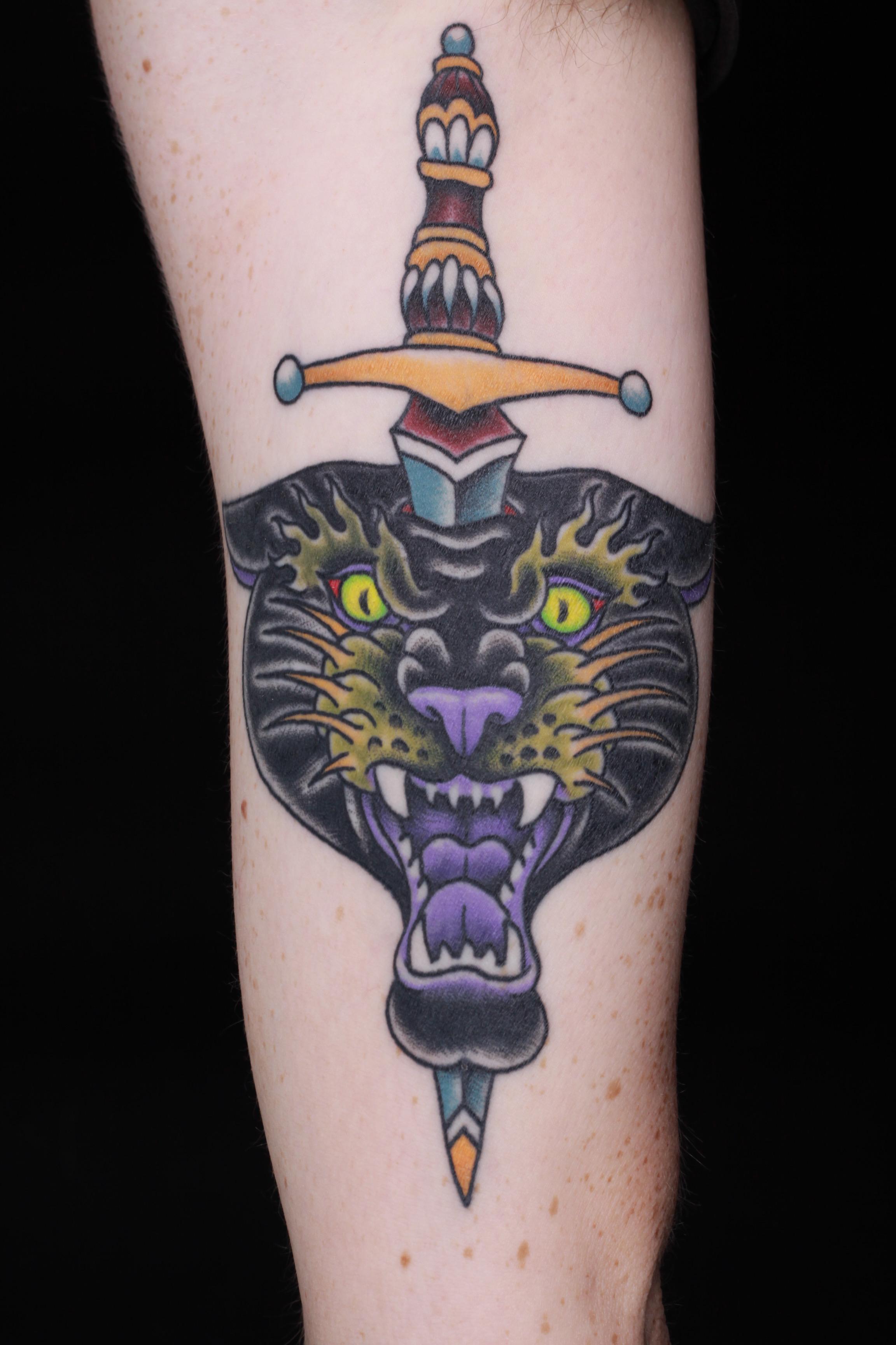 sam-yamini-dedication-tattoo-traditional-panther-dagger-forearm