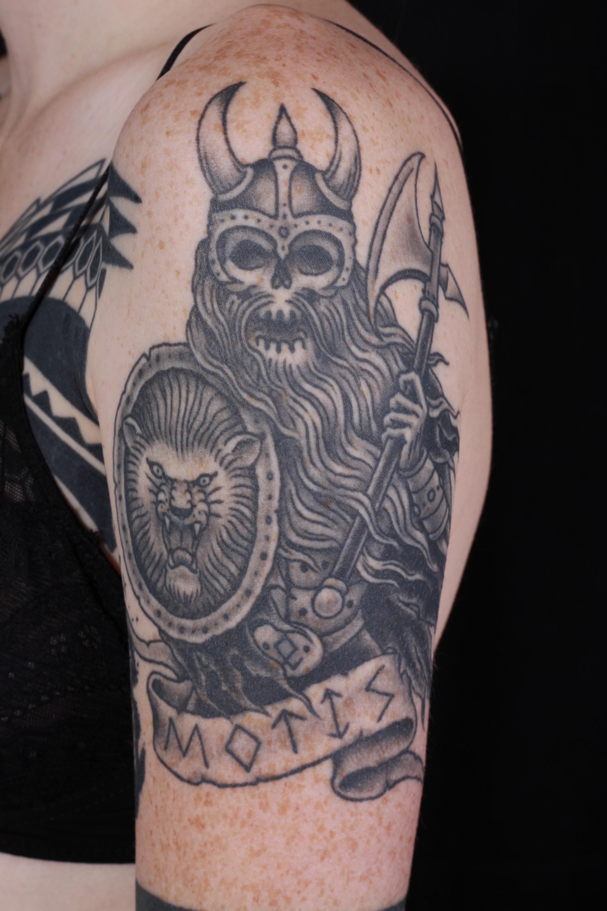 sam-yamini-dedication-tattoo-black-and-grey-viking-skull-axe-runes-arm