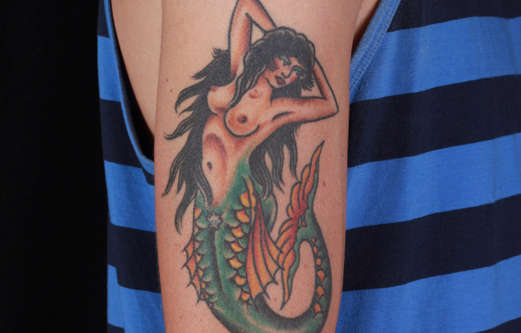 haley-mcmahon-dedication-tattoo-traditional-mermaid-girl-arm