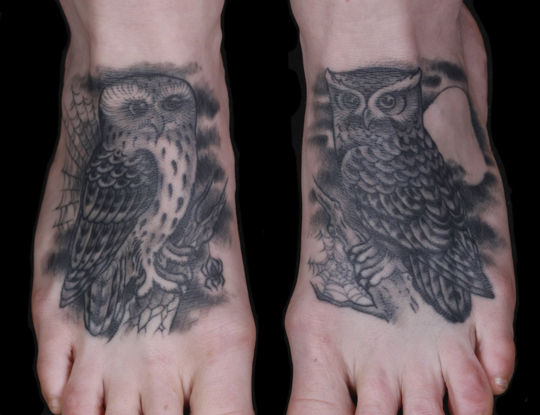 brian-thurow-dedication-tattoo-black-and-grey-owls-feet